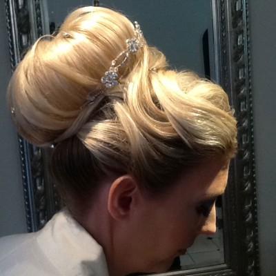 håruppsättning bröllop pris